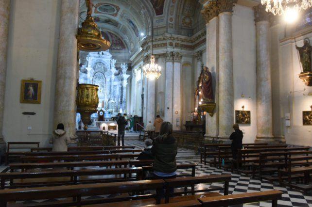 la-catedral-rosario-esta-manana-un-maximo-diez-feligreses-manana-se-aceptara-30
