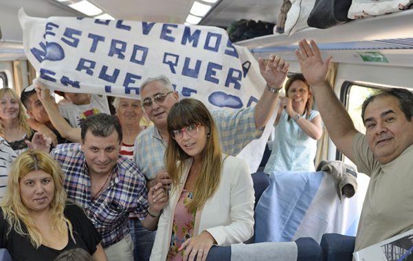 La expresión de los viajeros reflejó la alegría que vivieron a bordo de la formación y los emocionantes encuentros con los vecinos en cada parada. (foto: Enrique Rodríguez Moreno)