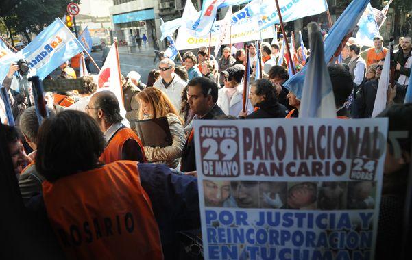 Movida local. Empleados bancarios rosarinos se plegaron a la medida de protesta dispuesta por la conducción  nacional.