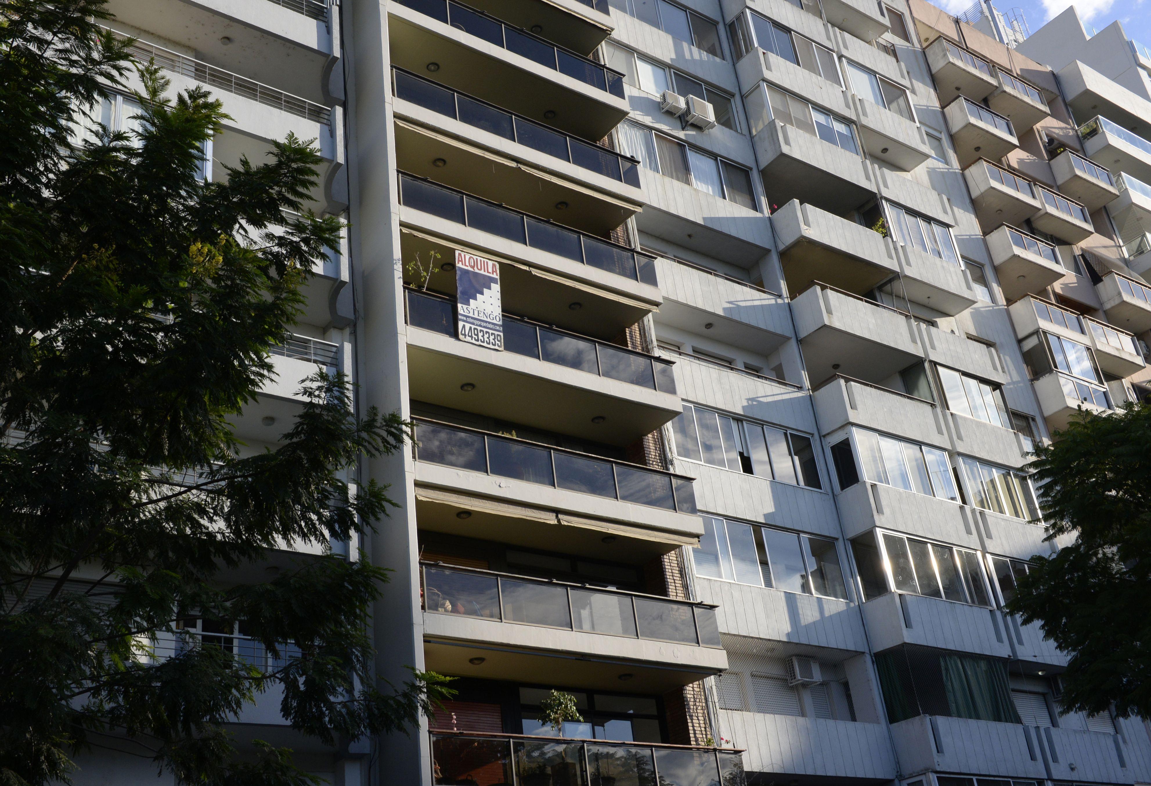impacto. En Rosario casi 70 mil viviendas están desocupadas y existe la misma cantidad de familias sin techo propio. (Silvina Salinas / La Capital)