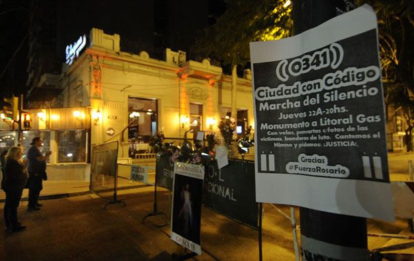 Invitación. Gran parte de los carteles de la convocatoria se instalaron sobre bulevar Oroño. (foto: Francisco Guillen)