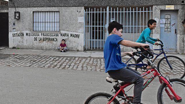 sin luto. Los chicos jugaban en la calle