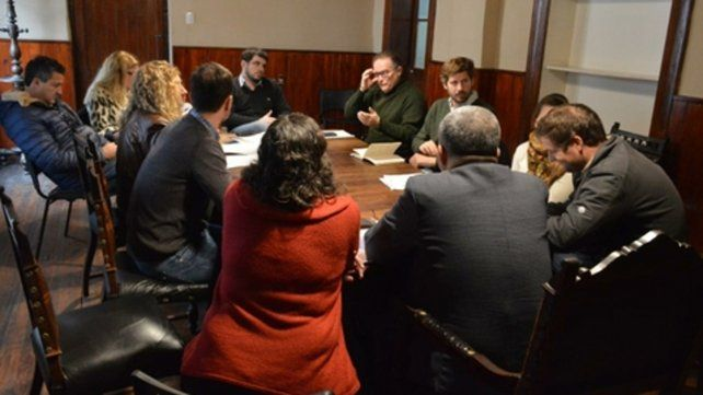 Cónclave. Funcionarios del municipio se reunieron con los concejales para analizar la transición.