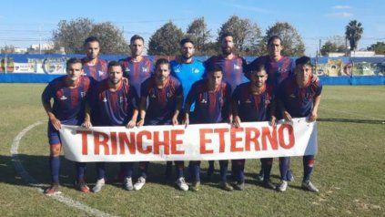 El Trinche presente. El equipo recordó a Tomás Felipe Carlovich y lo homenajeó con un gran triunfo en General Rodríguez.