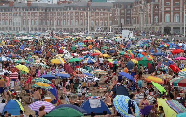 La más buscada. Entre el 1º de diciembre y el 12 de enero, Mar del Plata recibió a 1.340.000 viajeros. Es la más visitada de la costa atlántica.