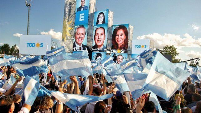 El oficialismo quiso demostrar que la oposición no le había ganado la calle.