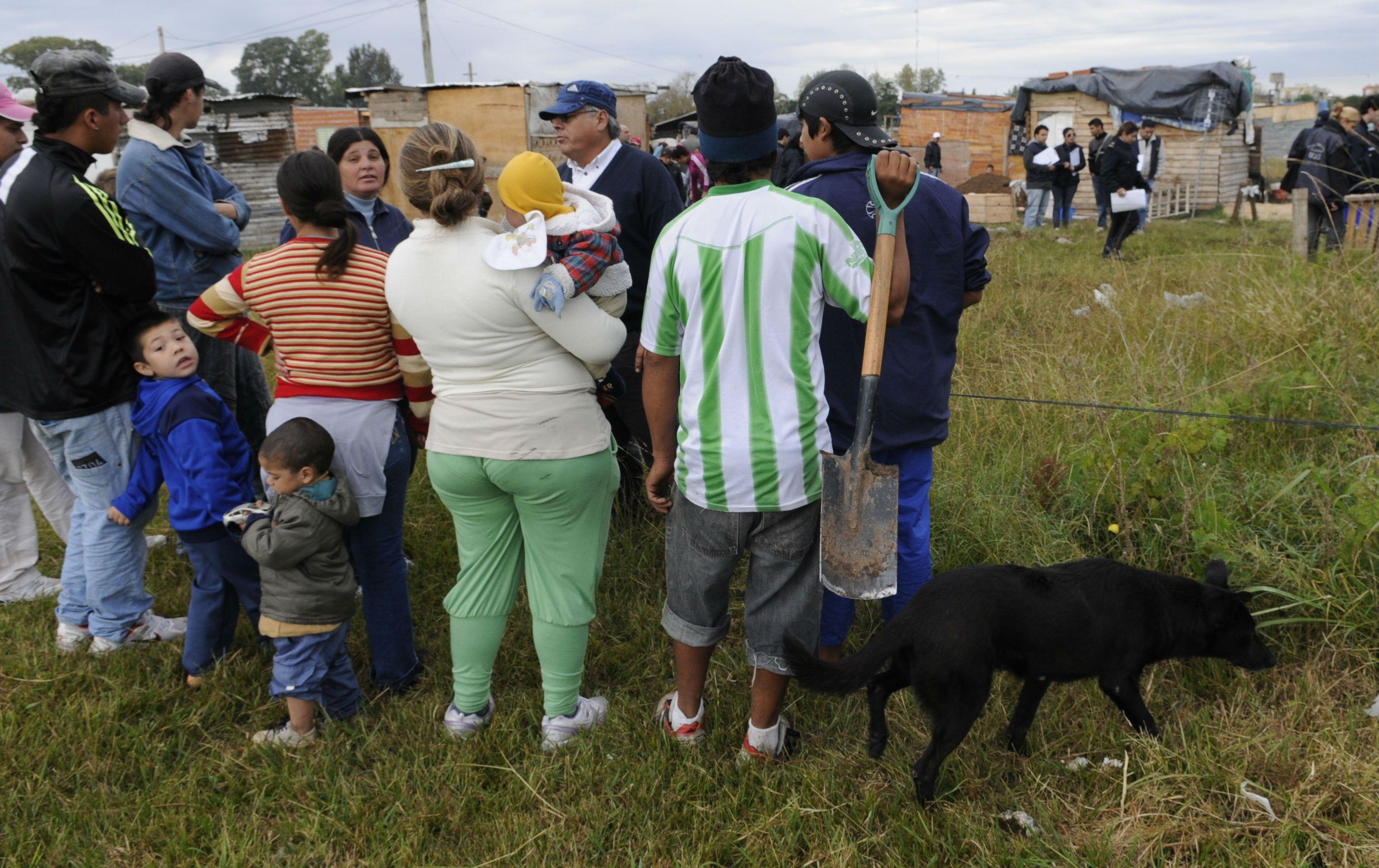 Un grupo de familias ocupó esta mañana los terrenos ubicados frente a la viviendas levantadas en la llamada Zona Cero.