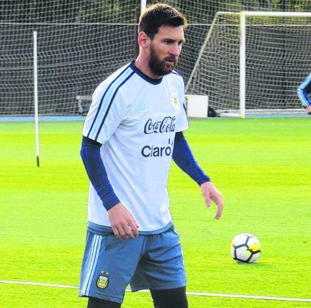 Messi va al Centenario. El rosarino jugará ante Uruguay con Argentina clasificada.