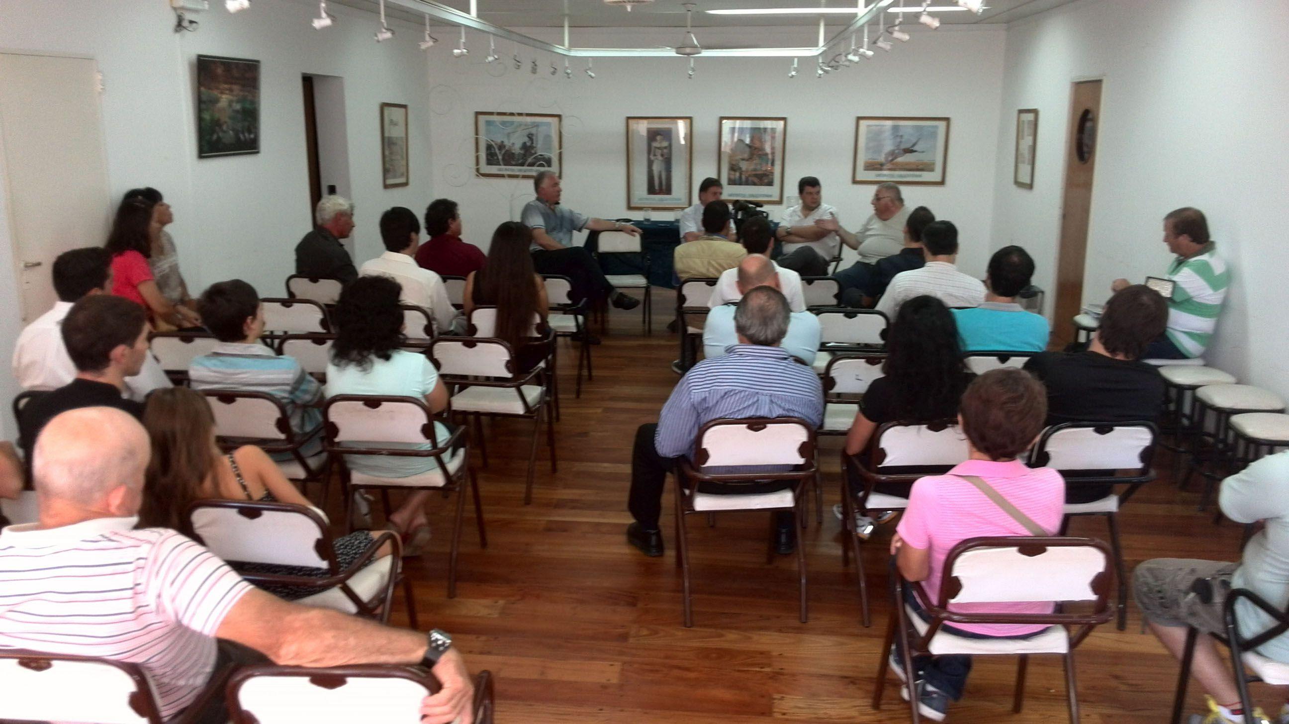 Reunion. El lunes se realizó un encuentro con legisladores y vecinos.
