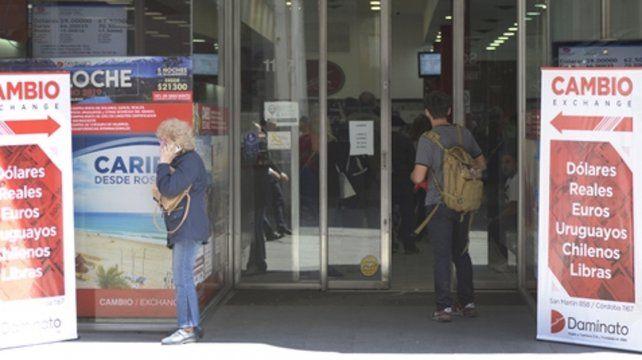 planchado. Los bancos oficiales atemperaron la caída del billete verde