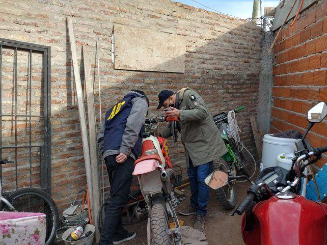 En uno de los procedimientos se encontró una moto que había sido robada.