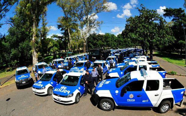 En el parque independencia. El ministro Raúl Lamberto puso en manos de la policía local nuevas unidades para poder combatir con mejores herramientas la violencia y el delito.