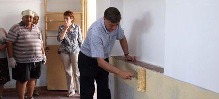 Los santafesinos dejaron en condiciones 350 escuelas y Binner pintó la de su hijo