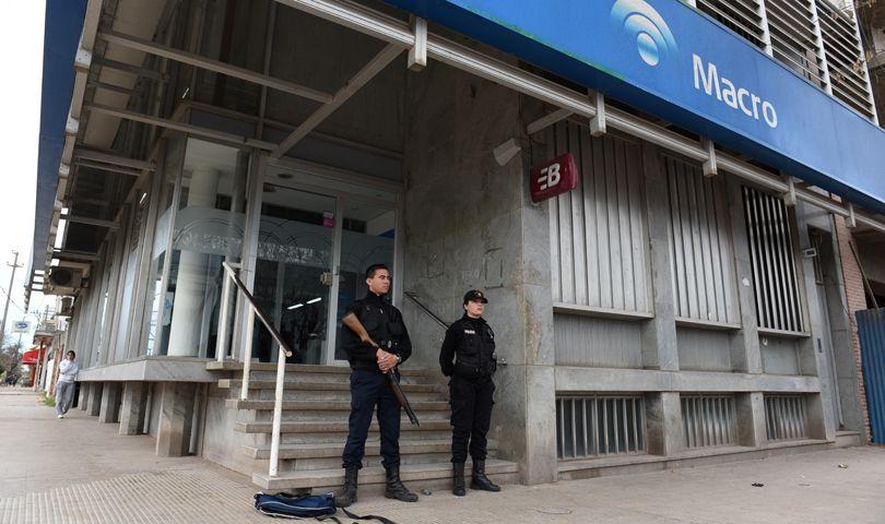 El fiscal Vescovo dio detalles del robo al banco de Roldán y dijo que se está en la búsqueda de tres personas más. (Foto: C. Mutti Lovera)