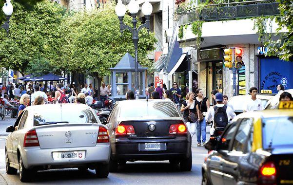 Bolsillos flacos. Los taxistas dicen que los montos de las multas que reciben son muy abultados.