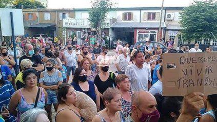 Vecinos de barrio El Pozo. Cansados de inseguridad, reclaman de forma urgente medidas de control a las autoridades. No descartan volver a manifestarse y cortar la ruta.