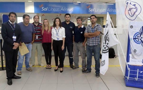 Incertidumbre. Los empleados de Sol temen por la pérdida de sus fuentes laborales y aguardan una solución.