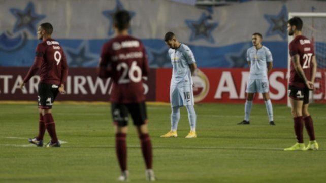 Bolívar y Lanús también rindieron homenaje a Diego Maradona con un minuto de silencio.
