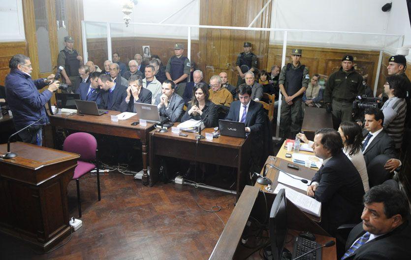 En el banquillo. La Justicia investiga crímenes perpetrados en los años 70 en centros clandestinos de Rosario. (Foto: M. Sarlo)