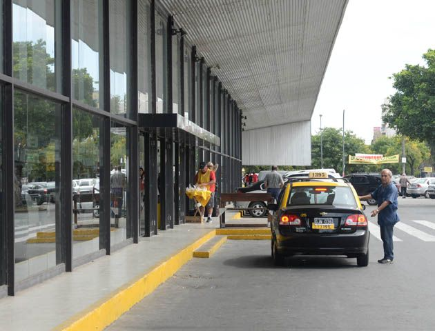 Iantosca responsabilizó al municipio por el problema de la parada de la Terminal Mariano Moreno.