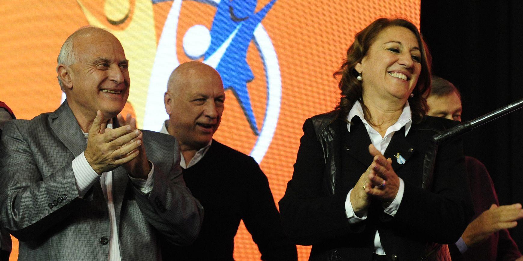 Lifschitz y Bonfatti celebraron anoche en el Patio de la Madera el triunfo de Fein. La intendenta gobernará la ciudad hasta el 2019.