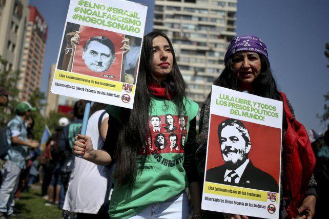 En las calles. Las brasileñas repudian las declaraciones misóginas y homofóbicas del candidato favorito.
