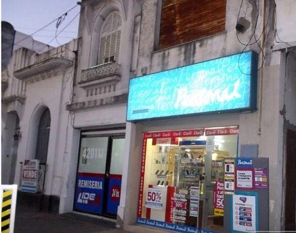 El local de venta de celulares fue asaltado el viernes pasado. (Foto: Arroyodiario.com)