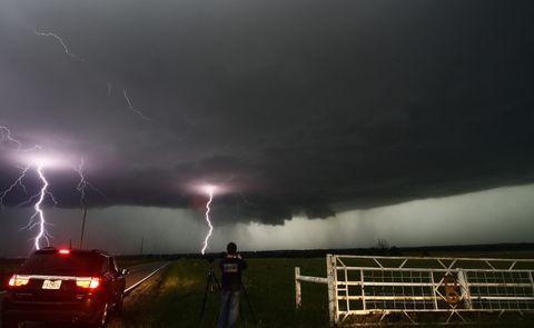 El Servicio Meteorológico Nacional declaró ayer una emergencia por tornados en el área metropolitana de Oklahoma.