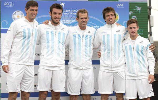 El equipo de Copa Davis argentino posó para la foto tras el sorteo.