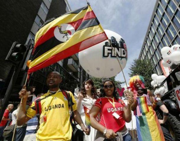Desafío. Militantes por los derechos de homosexuales marcharon en Londres para repudiar la nueva ley.