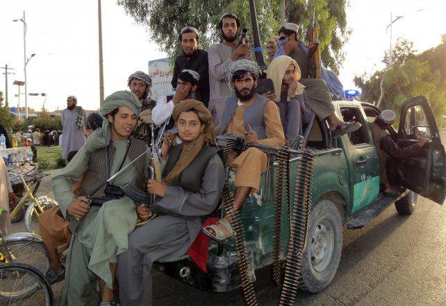 Intidimante. Así patrullan Kabulos los talibanes. Afirman que sólo dan seguridad
