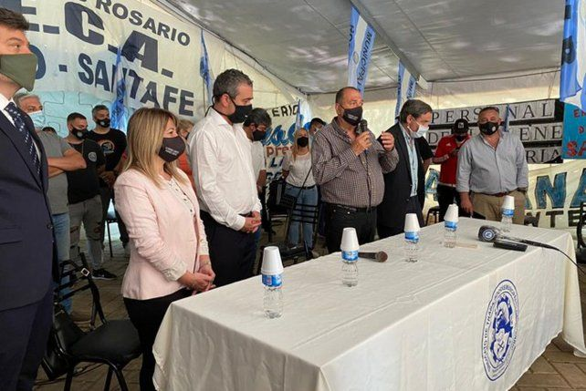 Municipales y Javkin firmaron la paz: se levantó la carpa de plaza 25 de Mayo