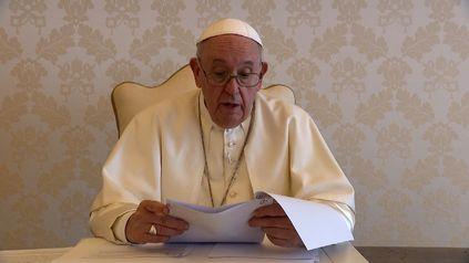 El Papa Francisco aseguró este jueves que el trabajo expresa y alimenta la dignidad del ser humano.