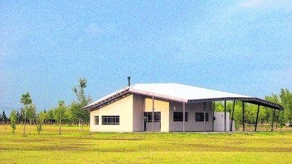 Club House Los Raigales, Roldán, 2005/06 - Arq. Marcelo Villafañe Fotografía: Carlos Candia