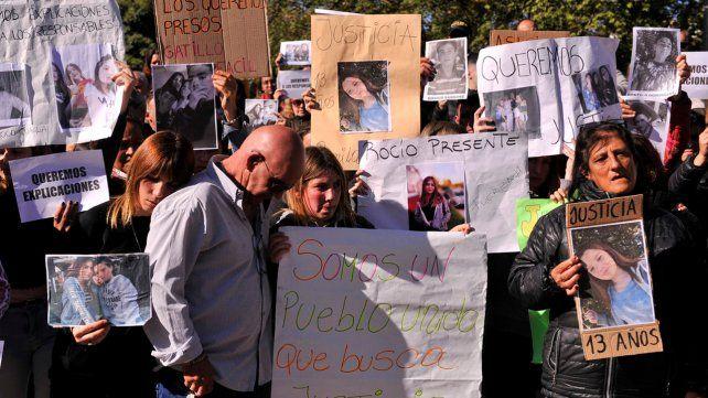 Congoja. El desconsuelo de familiares y vecinos durante una manifestación exigiendo justicia.
