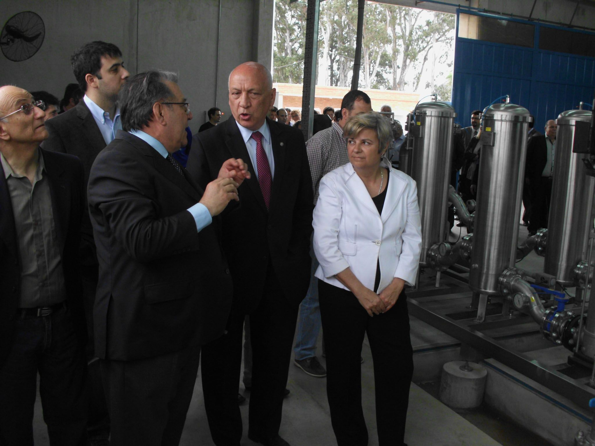 """Bonfatti inauguró la planta y afirmó que """"por bastante tiempo"""" el problema del arsénico se solucionó."""